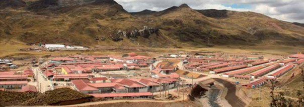 La adquisición de terrenos y el reasentamiento poblacional: un enfoque estratégico en las operaciones extractivas